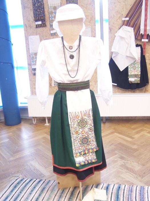 Mulgimaa kihelkondade rahvariiete näitus