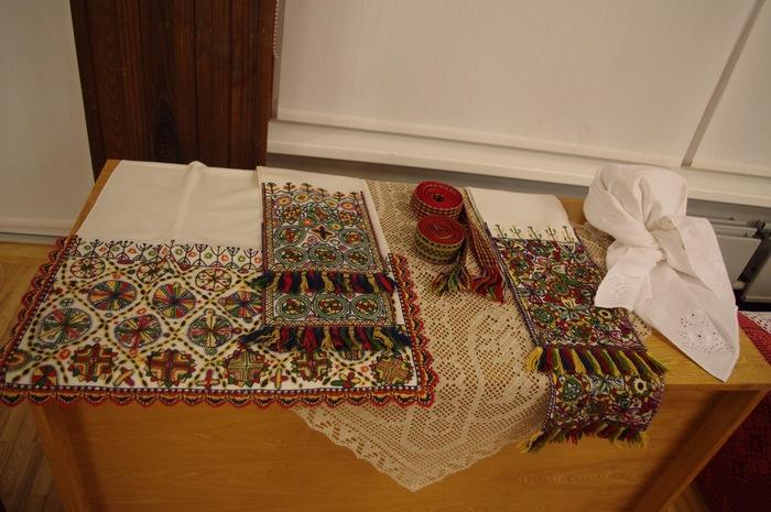 Lätis, Naukšene kultuurikeskuses näitust avamas